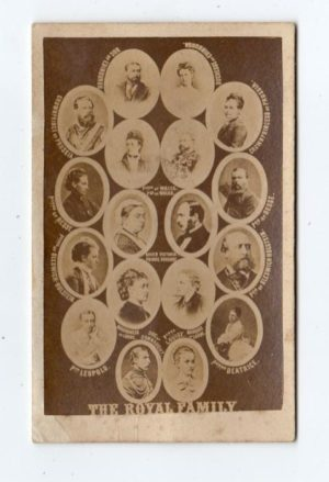 GB: 1860's PHOTOGRAPH OF EXTENDED ROYAL FAMILY